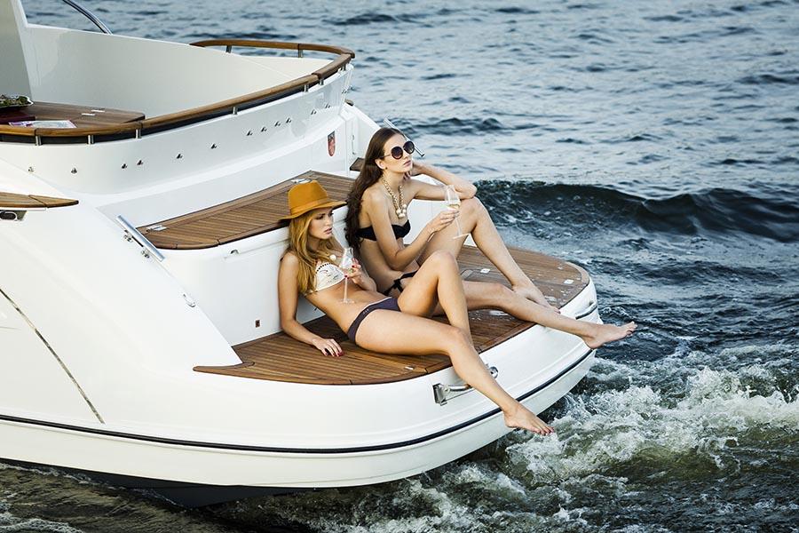 Моторная яхта Marex 375
